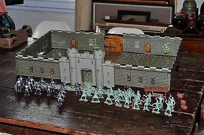 1960's Carry All Action Fighting Knight MARX Play Set Metal Box and Figures