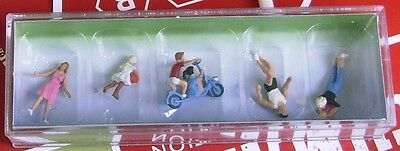 'YOUNG FAMILY' - HO SCALE FIGURES by FALLER -  #15081 suit model train
