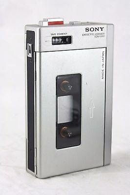 rare SONY TCM-600 PORTABLE CASSETTE TAPE PLAYER / RE-CORDER +microphone