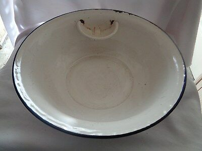Vintage Graniteware 13 Inch White Wash Pan With Built-in Soap Dish