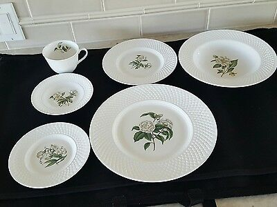 Spode, Virginia, Complete Place Setting (England) Fine Bone China, White