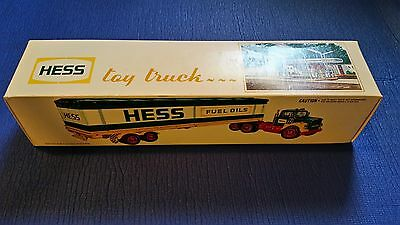 1975 HESS COLLECTIBLE TOY FUEL TRUCK NEW IN BOX NM-MT w/BARRELS