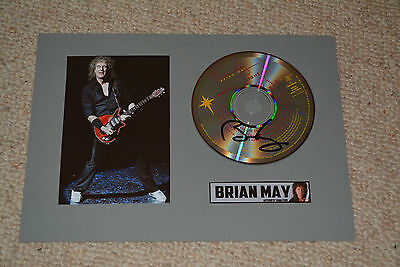 BRIAN MAY signed Autogramm  In Person CD  QUEEN , montiert signiert auf A4 20x30