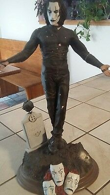 the crow statue