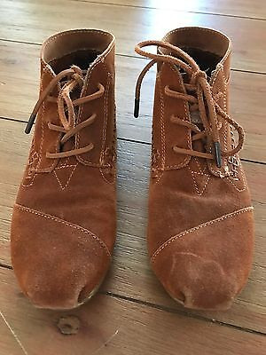 TOMS Brown Suede Moccasin Bootie Women's Size 7.5