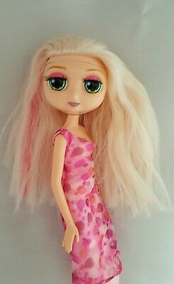 2001 Diva Starz Doll Miranda Blonde Pink Hair Steak and Eyelid Green Eyes