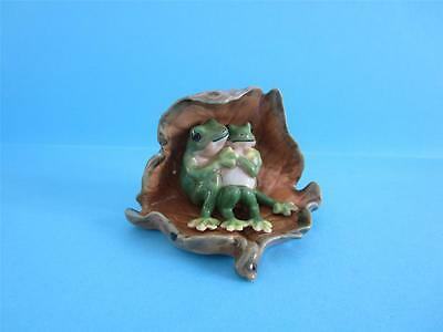 New Lovely Two Piece Combination Lotus Leaf Frog Lovers Figurine *mint*