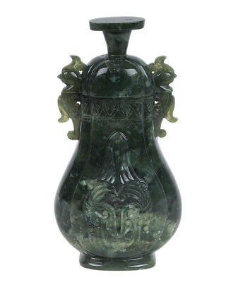 China 20. Jh.  A Chinese Pear-Shaped Two-Handled Jadeite Vase - Cinese Chinois