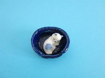New White Cat&blue Spots Sleeping In A Blue Basket Figurine So Cute *mint*
