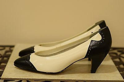 Black & white vintage LEATHER Collection wingtip pumps heels 8