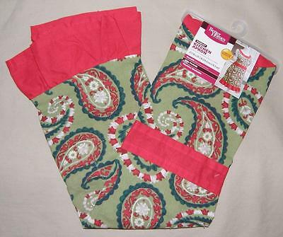 NEW Better Homes Gardens Red Green Paisley Print Apron Kitchen Front Pockets