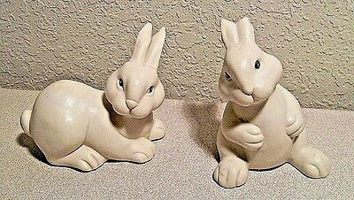 VINTAGE 2 WHITE RABBIT CERAMIC FIGURINE Simple and Sweet           FREE SHIPPING