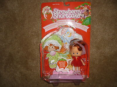 Strawberry Shortcake 1991 THQ Berry Sweet Sleepover