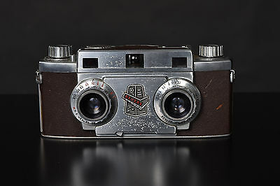 Revere Stereo 33  Camera with Wollensak 35mm f3.5 Lenses 3D with case .