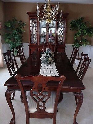 8 piece Dining Room set, incl. table, 6 chairs, china cabinet