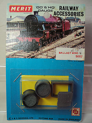 Merit 5002 HO/OO gauge trackside Ballast Bins (3)