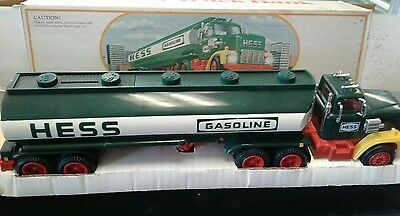 1984 Hess Toy Truck Bank New In Box