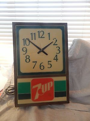 """Vintage 7-Up Light Up Advertising Wall Clock 1970s 18"""""""