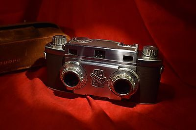 Vintage early 1950's Revere Stereo Film 35 mm Camera with case.