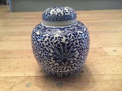 Antique Chinese Porcelain Jar Blue And White Intricate Design