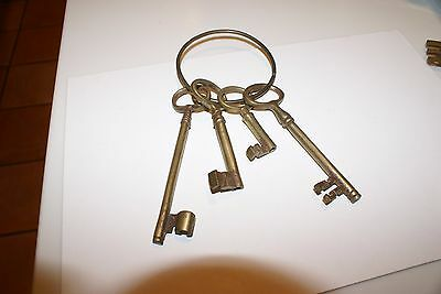 "VINTAGE SET OF Decorative Brass Keys 6"",5.5"",4"",AND 3"" L ON A RING"