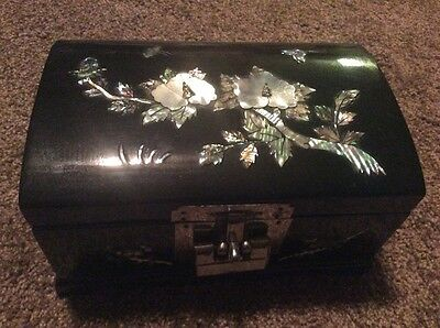 Vintage Black Laquer Jewelry Trinket Box Mother Of Pearl With Lock Wood Flowers