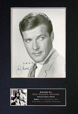 ROGER MOORE - MEMORABILIA - Collectors Signed Photo + FREE SHIPPING WORLDWIDE
