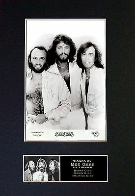 BEE GEES - MEMORABILIA - Collectors Signed Photo + FREE WORLDWIDE SHIPPING