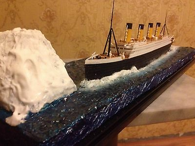 RMS Titanic White Star Line Cruise Ship with iceberg diorama comlete model