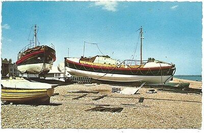 Vintage Postcard. Lifeboats at Walmer. Unused. Ref:73627
