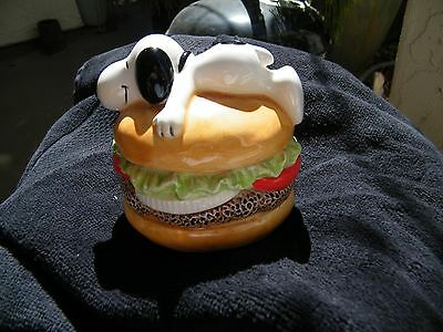 Original Snoopy Hamburger Bank 1966 Made In Japan United Feature Syndicate INC.