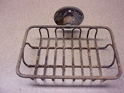 ANTIQUE IRON WIRE SPONGE SOAP HOLDER Maine Farmhouse Find Rusty & Crusty Neat!