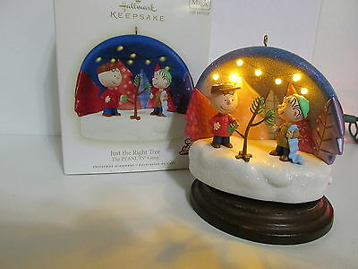 Snoopy Peanuts Charlie Brown Hallmark Christmas Ornament Light Sound Linus 2009