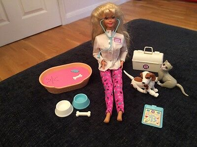 1995 Mattel Pet Doctor vet Barbie and Cat and Dog Pet Bed Still barks and meows
