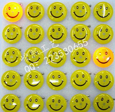 Wholesale Smile Flashing LED Light Up Badge/Brooch Pins Party Gift Q161