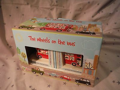 Queens by Churchill Wheels on the Bus Book Ends Boxed (Myn17)