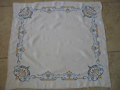 Vintage Embroidered  Tablecloth With 4 Matching Napkins