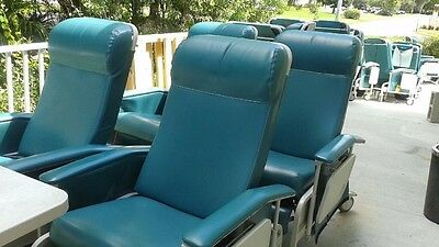 Winco Heated Patient Recliner Medical Dialysis Chair w/ 2 side tables