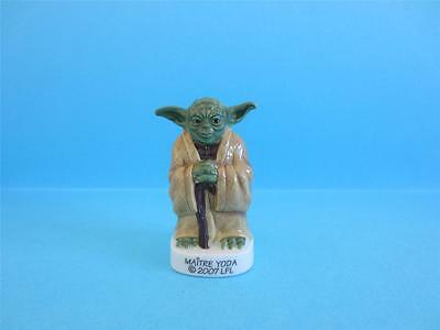 The AMAZING MINIATURE PORCELAIN, 2007 MASTER YODA FIGURINE FROM STAR WARS *MINT*