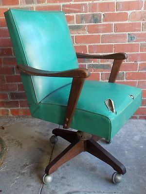 VINTAGE 1950's OFFICE CHAIR.