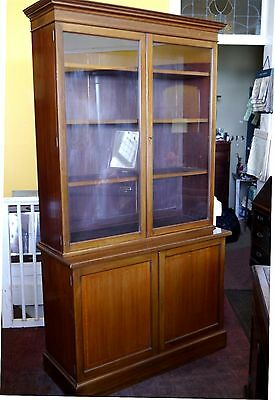 An Elegant Golden Mahogany Late Victorian Bookcase With Inlaid Banding C.1890