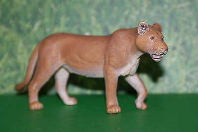 Schleich Female Lion from the 2006 Retired