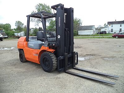 2011 Toyota 7FDKU40, 9,000#, 9000# Pneumatic Tired Forklift, Diesel Powered