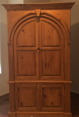 !!!!  REDUCED !!!! Charming country french arrmoir or wardrobe with arched doors