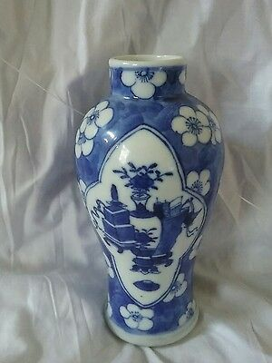chinese blue and white vase,4 character mark,13cm tall