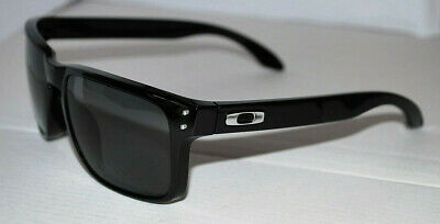 Oakley Holbrook Sunglasses OO9102-02 Black /Grey Polarized NEW