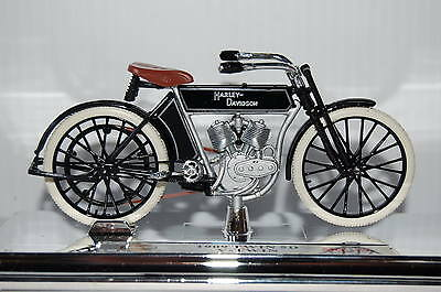 HARLEY DAVIDSON  1909 V-TWIN 1/18th  MAISTO  MODEL  MOTORCYCLE