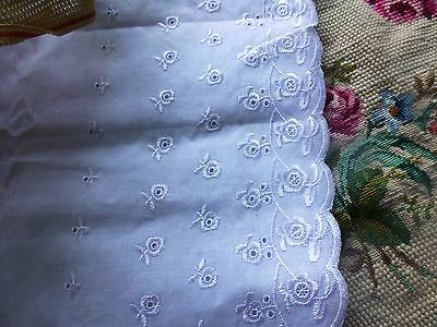 1m,98x19cm=neuf  blanc ,large broderie anglaise ,jupons ,corsages,literie etc...