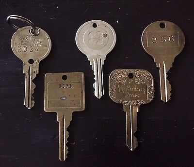 Lot of 5 Vintage Large Brass Hotel Room Keys MGM Grand Holiday Inn Numbered NR!