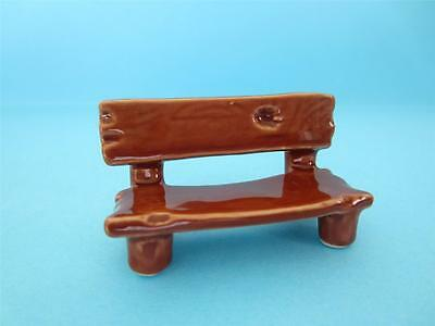 NEW DOLLHOUSE WOODEN BENCH IN PORCELAIN FIGURINE SO CUTE *Mint*